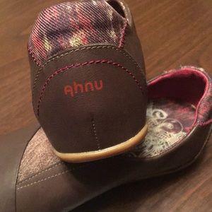 Ahnu EUC Women's Tola Casual slip on shoe size 9.5